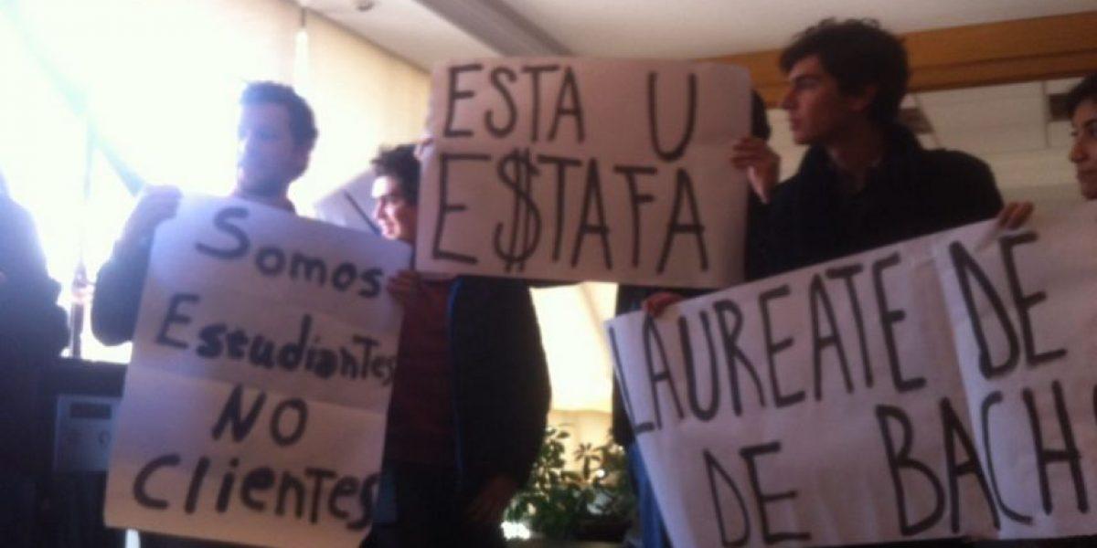 Estudiantes se toman la oficina de la rectora de la Udla como forma de protesta por reforma educacional