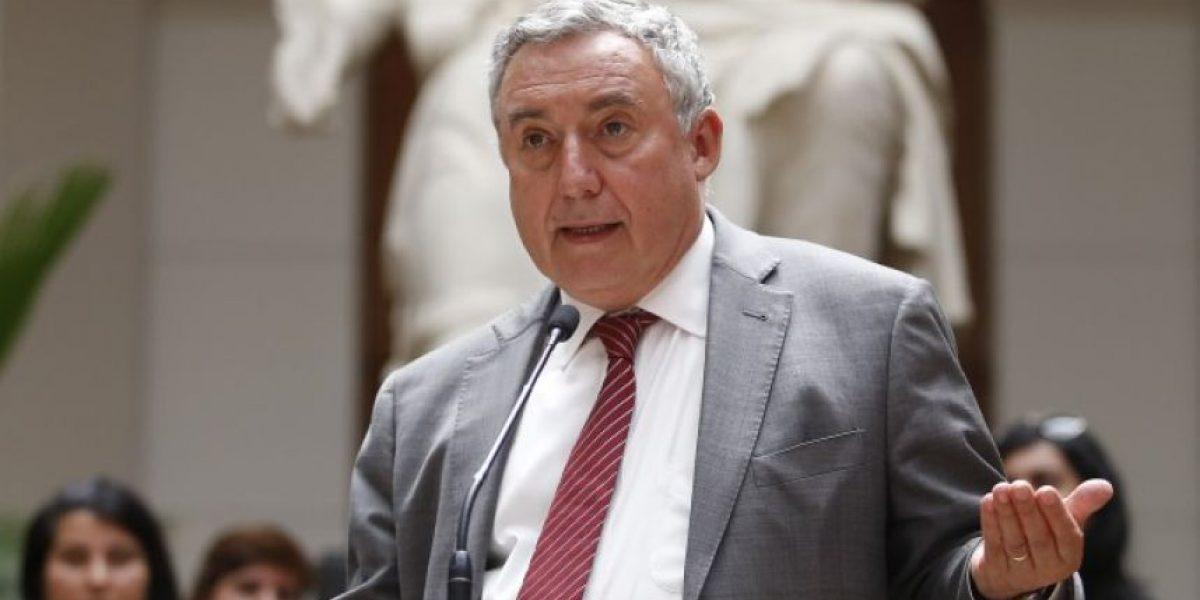 Rector Vivaldi acusa a ministro Valdés de tergiversar datos en contra de Ues estatales