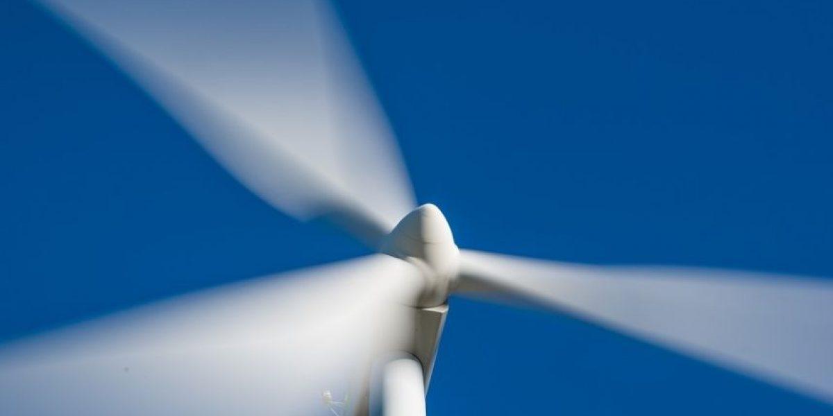 España inaugura un molino eólico que genera energía con bicicletas