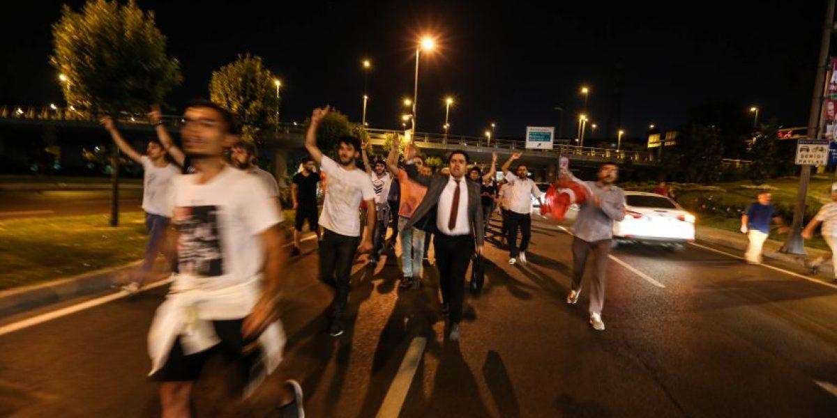 Tensión en Turquía: reportan heridos por disparos de soldados contra la muchedumbre en Estambul