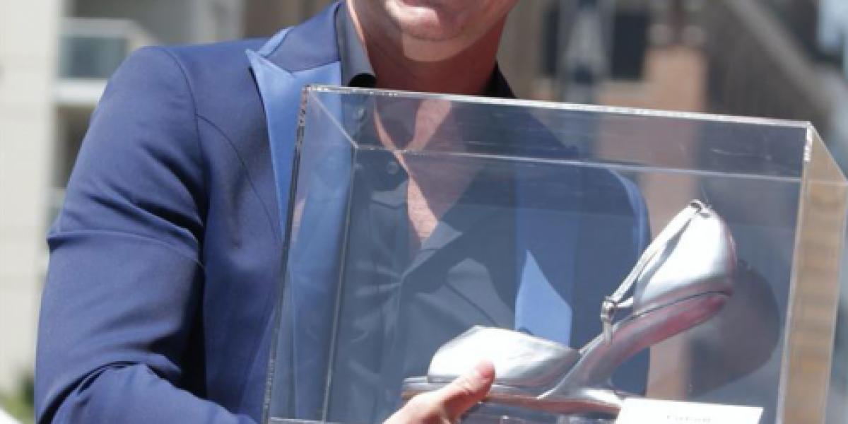 Pitbull estrenó estrella en el paseo de Hollywood