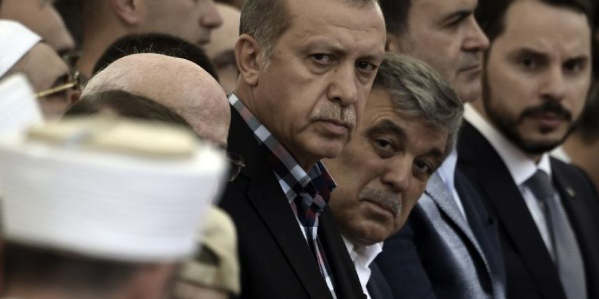 Erdogan emprende una purga política y militar tras el golpe que ya alcanza los 6.000 detenidos