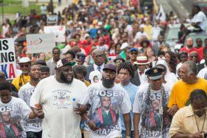 A partir de la muerte del joven negro de 18 años, las manifestaciones de la comunidad afroamericana aumentaron. Foto:Getty Images. Imagen Por: