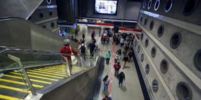 Tres detenidos por rayar vagones del Metro en estación de la Línea 4