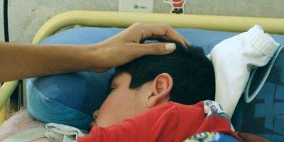 Familias de niños con hospitalización domiciliaria piden a la autoridad cambiar marco regulatorio