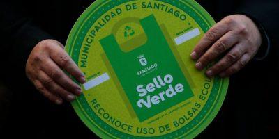 Lanzan inédita medida para incentivar uso de bolsas biodegradables en Santiago