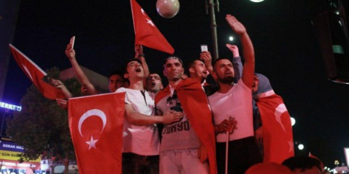 Bolsa de Estambul cae un 7% en la primera sesión de cotización tras fallido golpe de Estado