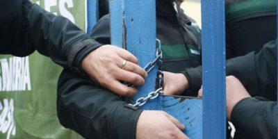 Funcionarios inician movilización en cárceles en medio de crisis de Gendarmería