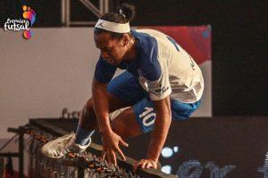 El astro mostró todo su talento con los lujos que lo caracterizan Foto:Twitter Premier Futsal. Imagen Por: