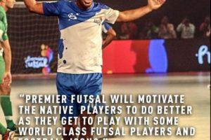 Ronaldinho está participando del evento Premier Futsal, que reúne a grandes estrellas del fútbol para comandar a un equipo de fútbol sala Foto:Twitter Premier Futsal. Imagen Por: