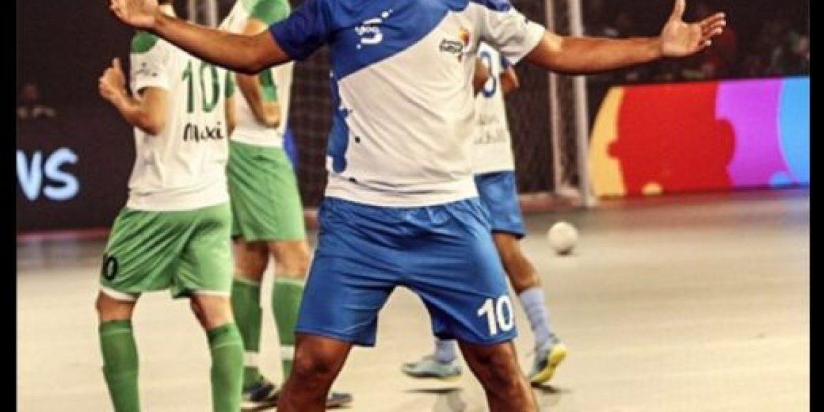 El show y los lujos de Ronaldinho en su debut en el fútbol sala