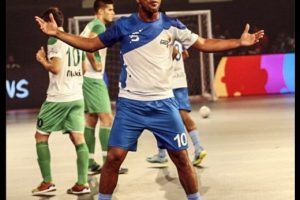 Ronaldinho se lució en su debut en el Premier Futsal Foto:Twitter Premier Futsal. Imagen Por:
