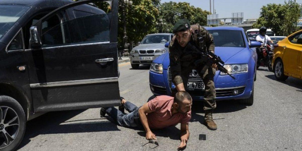 Turquía detiene a 26 generales y anuncia que no habrá