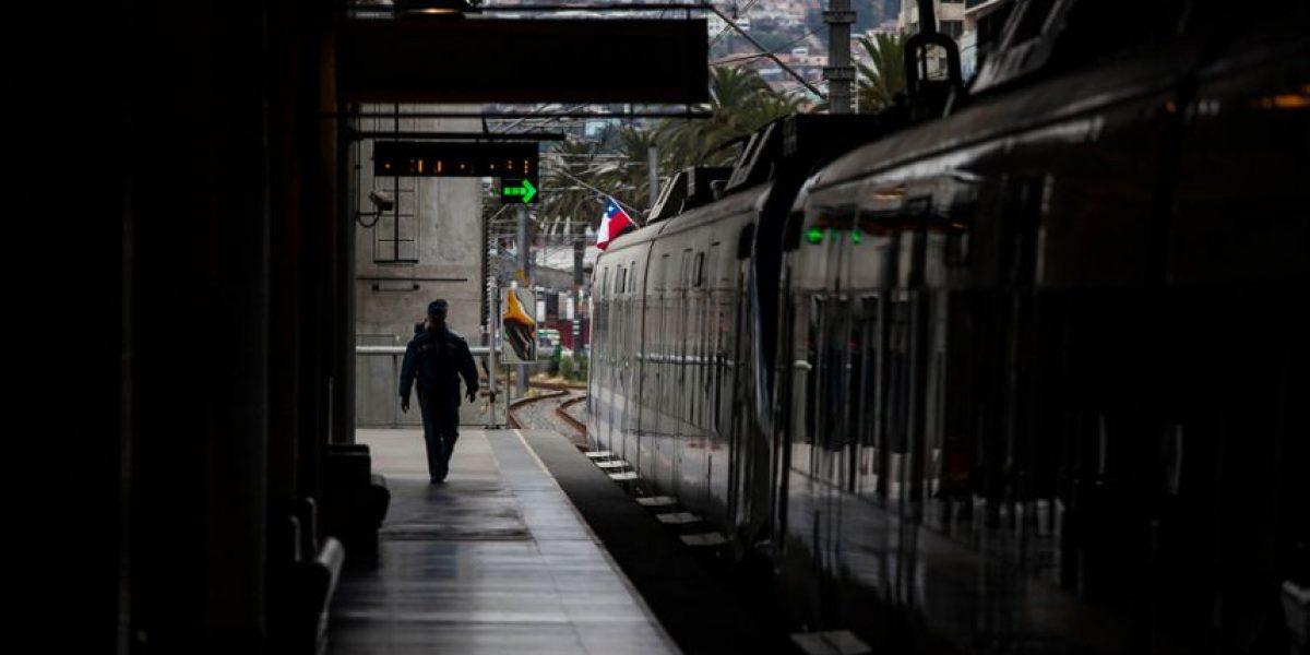 Turbazo en Valparaíso: más de 30 ladrones ingresan a robar a vagón del metro