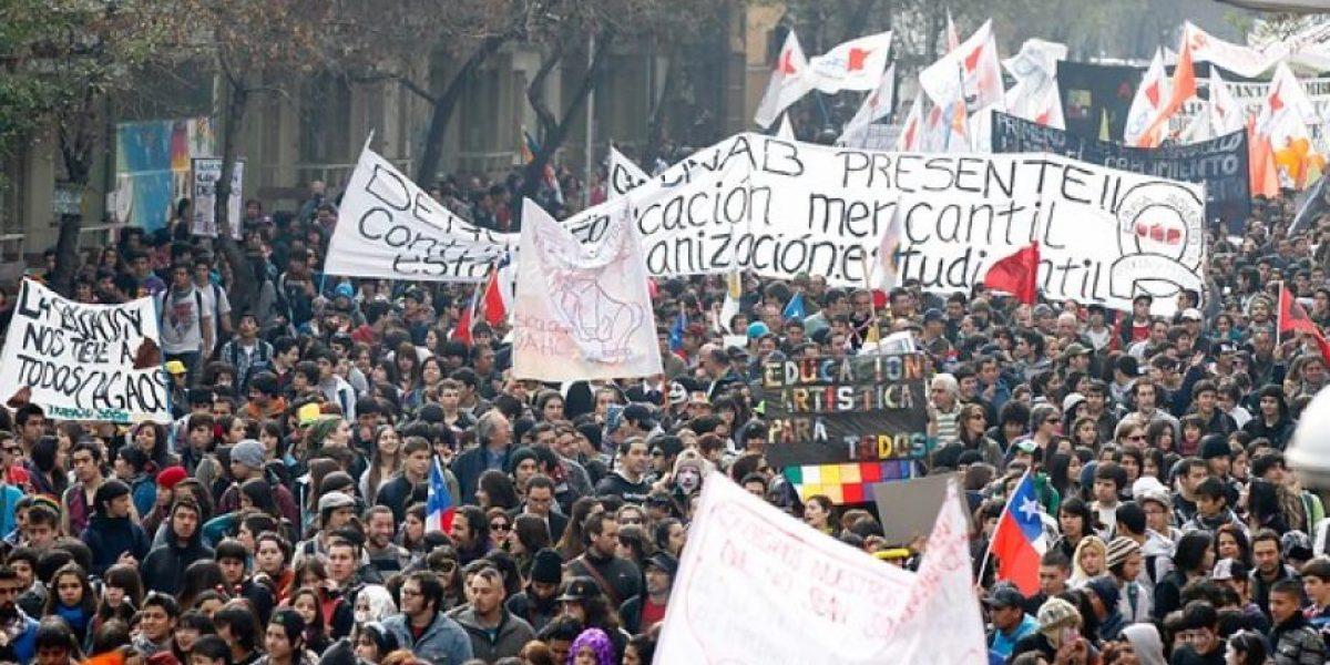 Colectivo artístico iluminará Santiago en apoyo al movimiento estudiantil