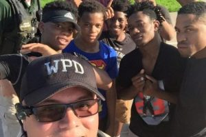 """Las fotos del """"picnic"""" fueron difundidas por la Policía de Wichita en redes sociales Foto:Facebook.com/WichitaPolice. Imagen Por:"""
