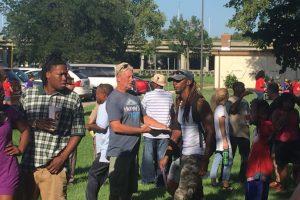 Gordon Ramsay, jefe del departamento, retó a otros departamentos de policía a hacer lo mismo Foto:Facebook.com/WichitaPolice. Imagen Por: