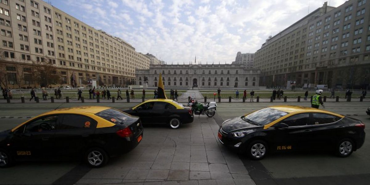 Ministro de Transportes condena agresiones a conductores Uber pero reitera que
