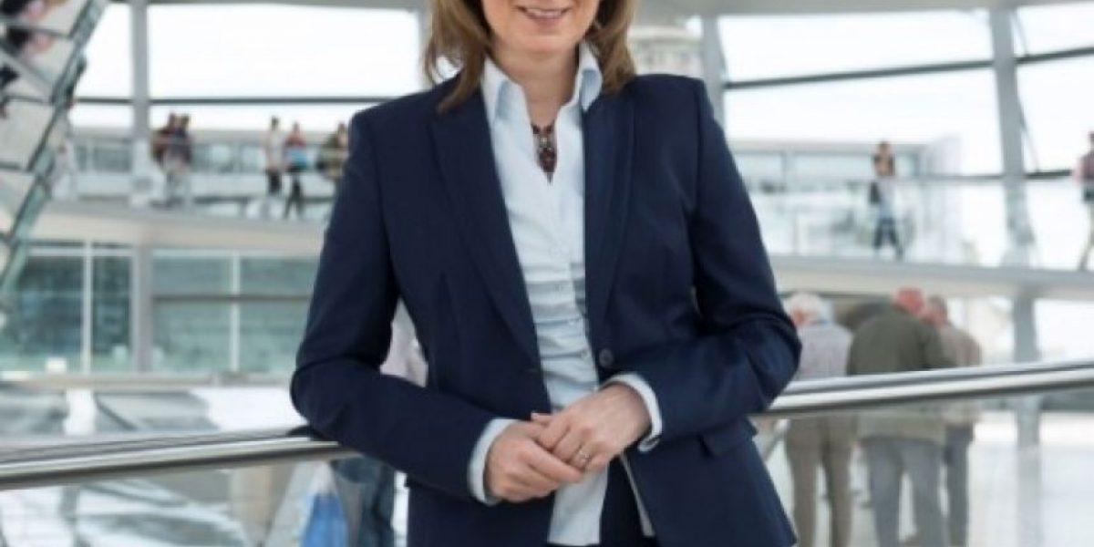 Dimite una diputada alemana tras confesar que se inventó su currículum
