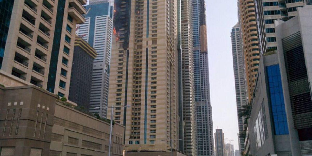 Reportan incendio en lujoso rascacielos de 75 pisos en Dubai