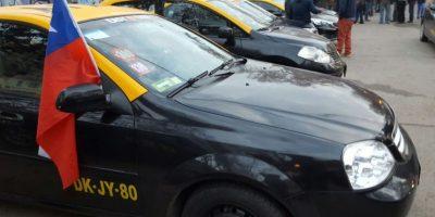 Taxistas anuncian jornada de protestas tras implementación de pago en efectivo en Uber