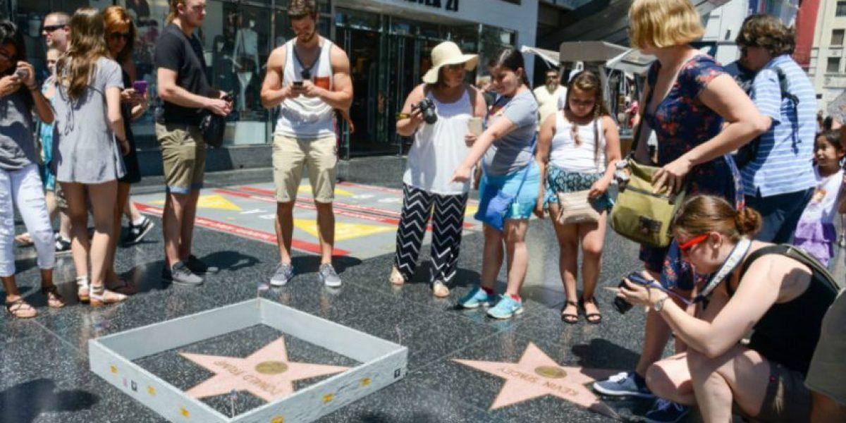 Este es el muro que le construyeron a la estrella de Trump en el Paseo de la Fama en Hollywood