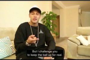 Sin embargo, lo retó a dominar el balón en la vida real, mientras que retó a Lewis Hamilton al desafío virtual Foto:Captura de pantalla. Imagen Por: