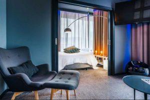 Cada pieza cuenta con Wifi, una ducha de alta tecnología y una luz de colorambiente Foto:Sitio web Pestana CR7. Imagen Por: