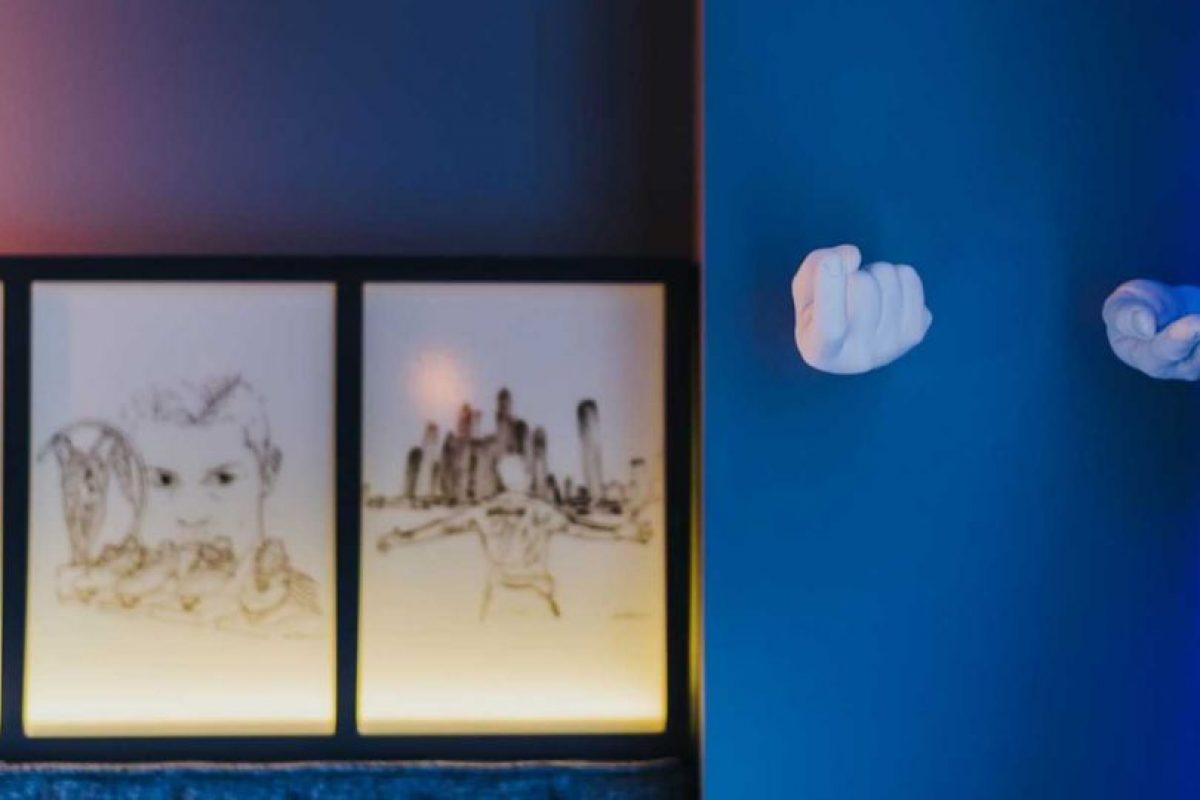 Sin embargo, hay una pieza especial de 690 euros que tiene cuadros de CR7 en las paredes, un Playstation 4, distintos juegos, lentes de realidad virtual y una equipación para realizar ejercicios cardio Foto:Sitio web Pestana CR7. Imagen Por: