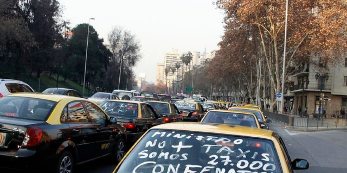 Conflicto Uber: Taxistas aseguran que Transportes presentaría en agosto un proyecto regulatorio