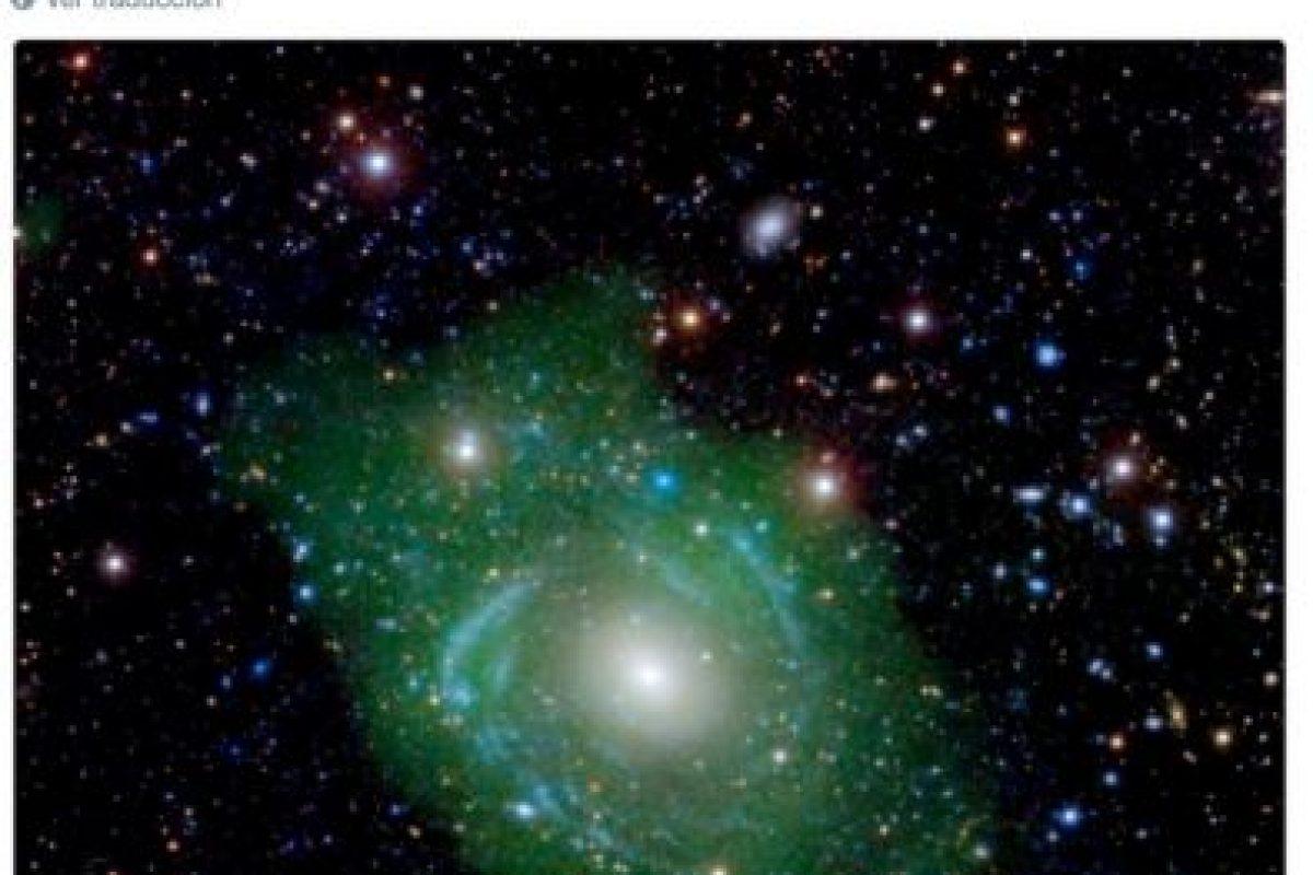 """3. Una """"Galaxia Frankenstein"""": Además de verde, es posible que esté formada por partes de otra galaxia Foto:Twitter.com/NASA. Imagen Por:"""