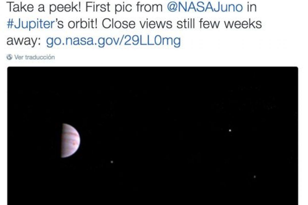 1. La primera foto tomada por la sonda Juno, que viaja a Júpiter Foto:Twitter.com/NASA. Imagen Por: