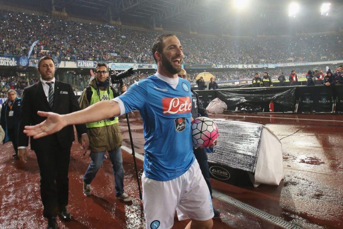 3. Gonzalo Higuaín. Juventus pagó a Napoli los 90 millones de la cláusula de rescisión y le pagará un sueldo de 7.5 millones por temporada Foto:Getty images. Imagen Por: