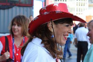 Los estilos también no faltaron, como este sombrero de vaquero típico. Foto:Publimetro. Imagen Por: