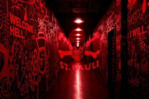 Además, si se prenden las luces rojas, se ven los rayados en las paredes Foto:Facebook St Pauli. Imagen Por: