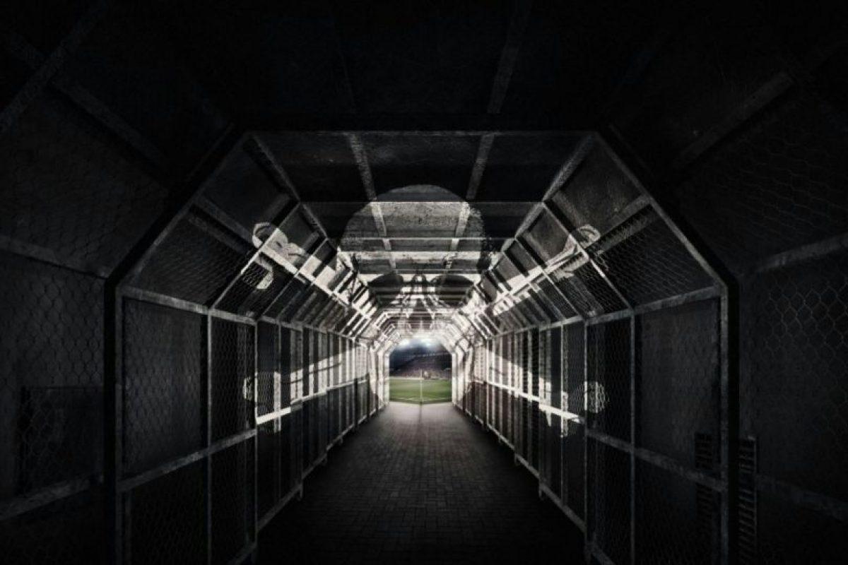 El túnel tiene una calavera pintada en el techo que juega con el efecto luz y parece viva Foto:Facebook St Pauli. Imagen Por: