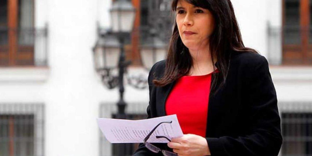 Documento revela que ministra Blanco pidió incorporación de cuatro funcionarios a Gendarmería