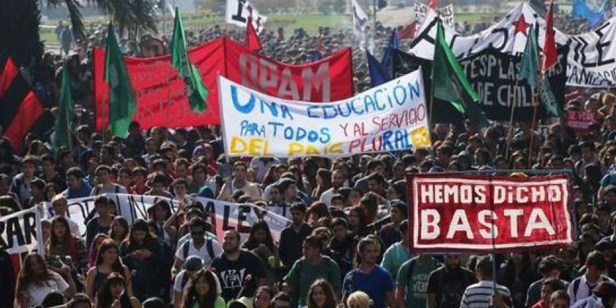Estudiantes solicitan permiso a la Intendencia para volver a marchar por fuera de La Moneda