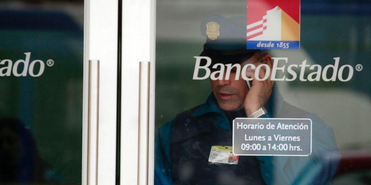 Con un guardia de seguridad herido terminó asalto a banco en Santiago Centro