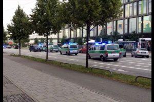 Un caos se vive en las calles de la ciudad de Munich, donde esta tarde se registró un tiroteo dentro de un centro comercial. Foto:AP. Imagen Por: