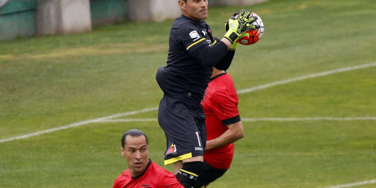 Alerta en Colo Colo: Justo Villar salió lesionado en el amistoso contra Curicó Unido