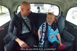 La emoción del niño es notable Foto:Captura de pantalla. Imagen Por: