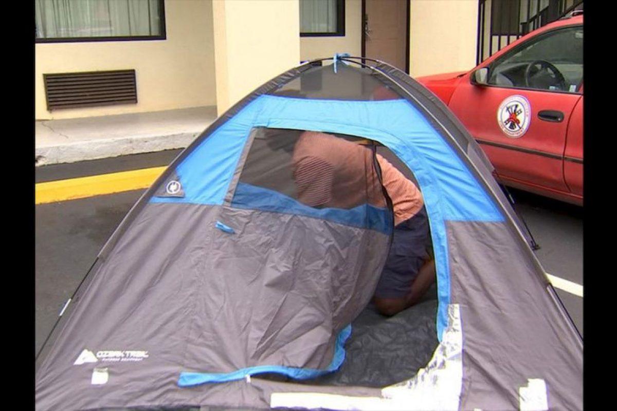 Al verse sin hogar, Barley instaló una casa de campaña cerca del campus de la institución Gordon State College para esperar a que comenzara el segundo semestre de clases. Foto:Reproducción WSB-TV ATLANTA. Imagen Por: