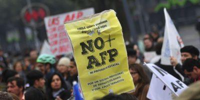 Con masiva convocatoria se desarrolla marcha contra las AFP en todo el país