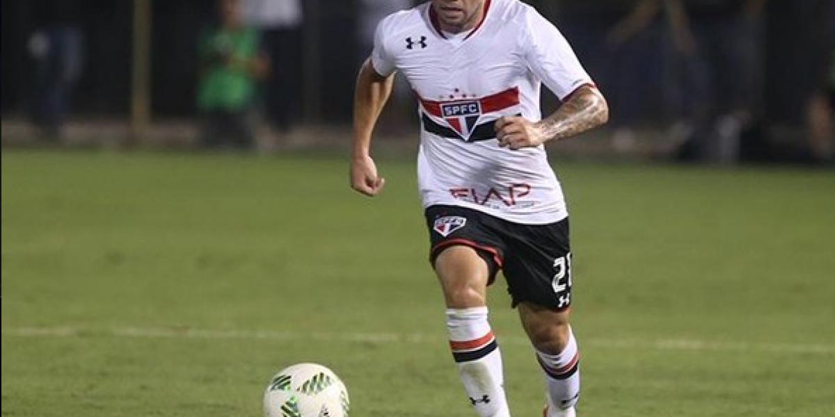 Eugenio Mena salió expulsado en caída de Sao Paulo ante Gremio