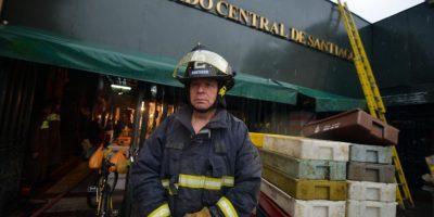 Reportan fuego en local comercial al interior del Mercado Central