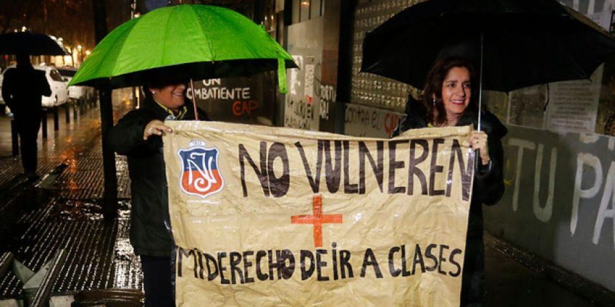 Apoderados del Instituto Nacional esperan que el centro de alumnos no se retome el establecimiento