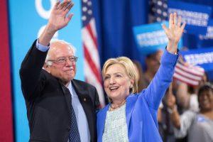 Sanders y Hillary no son tan amigos como parece. Foto:AFP. Imagen Por: