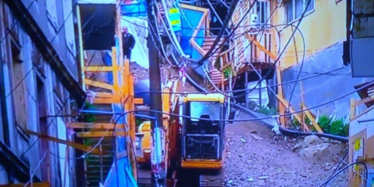 Fuertes precipitaciones causan derrumbe en quebrada de Valparaíso