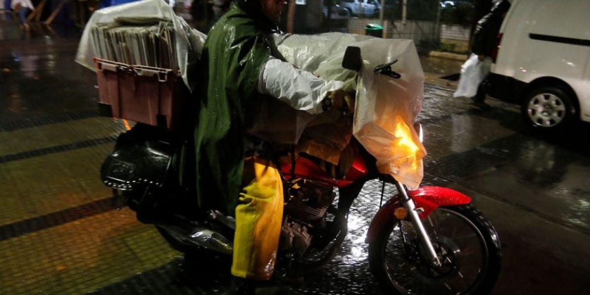 Calles anegadas y un ciclista muerto dejan precipitaciones en la capital